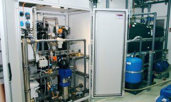 Die Wasseraufbereitungstechnik »AquaClean« von ONI, hier in einer Kundeninstallation, sorgt für hohe Kühlwasserqualität ohne den Einsatz von Bioziden. Alle Bilder: ONI