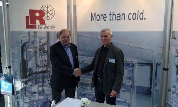 Vertragsunterzeichnung L&R Kältetechnik / Schnabel Industrievertretungen. Bild: L&R