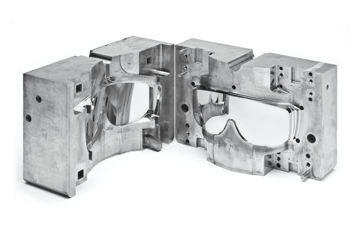 Beide Hälften eines behandelten Form-einsatzes, die Funktionsfläche wurde mit dem neuen Verfahren beschichtet und poliert. Bild: H-O-T