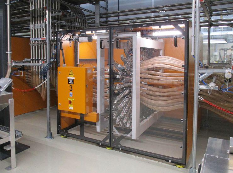 Materialverteilung: Über die »Navigatoren« kann jede Bedarfsstelle in der Spritzerei mit jedem vorbereiteten Material versorgt werden. Bild: Koch-Technik
