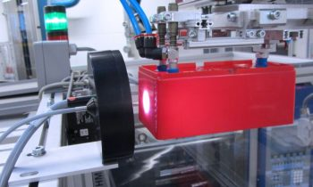 Das Farbmesssystem »Colorcontrol ACS7000« von Micro-Epsilon ermöglicht eine 100-prozentige und automatische Inline-Kontrolle von Spritzgussteilen. Bild: Micro-Epsilon