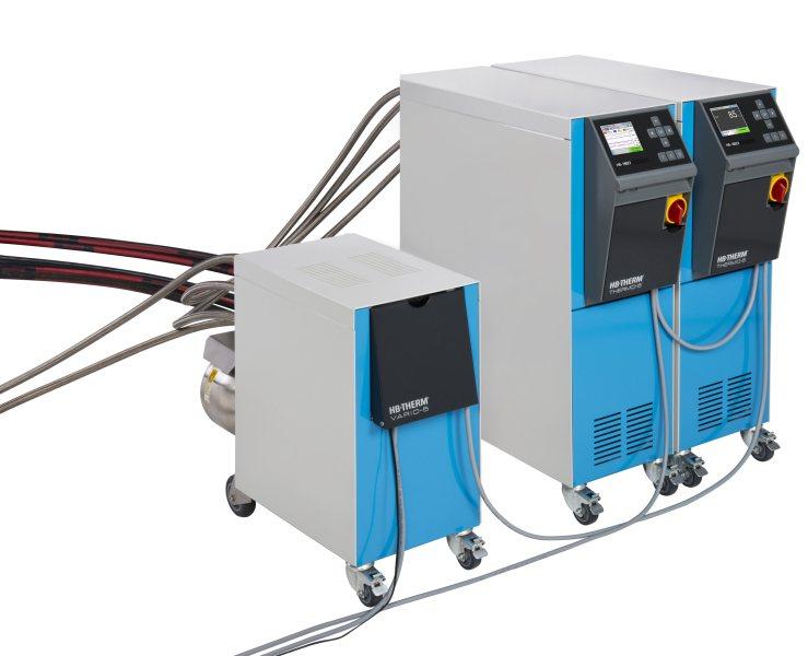 um variothermen Temperieren von Werkzeugen kommen bei HB-Therm zwei Temperiergeräte »Thermo-5« zum Einsatz, die über die Umschalteinheit »Vario-5« mit Maschine und Werkzeug verbunden sind (Bild: HB-Therm).
