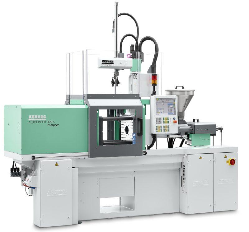 Zu den neuen Optionen für die kompakte Spritzgießmaschine zählen eine Trennebenen-Einrichtung für vertikales Einspritzen oder die Möglichkeit zur Automation mit einem Integralpicker (Bild: Arburg).