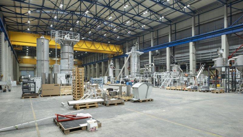 Mit den neuen Örtlichkeiten konnte die Montagekapazität für PET Recyclinganlagen erhöht werden (Bild: Starlinger).