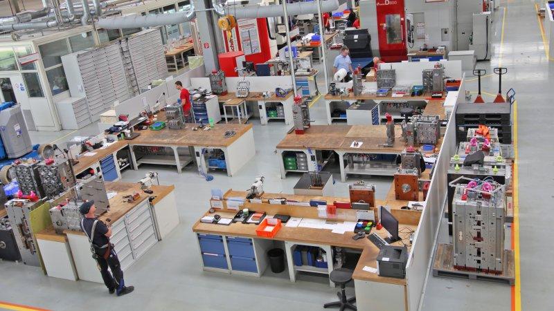 Das Unternehmen entwickelt v. a. Präzisionswerkzeuge zur Verarbeitung von thermo- und duroplastischen Kunststoffen (Bild: fischer Werkzeugbau).